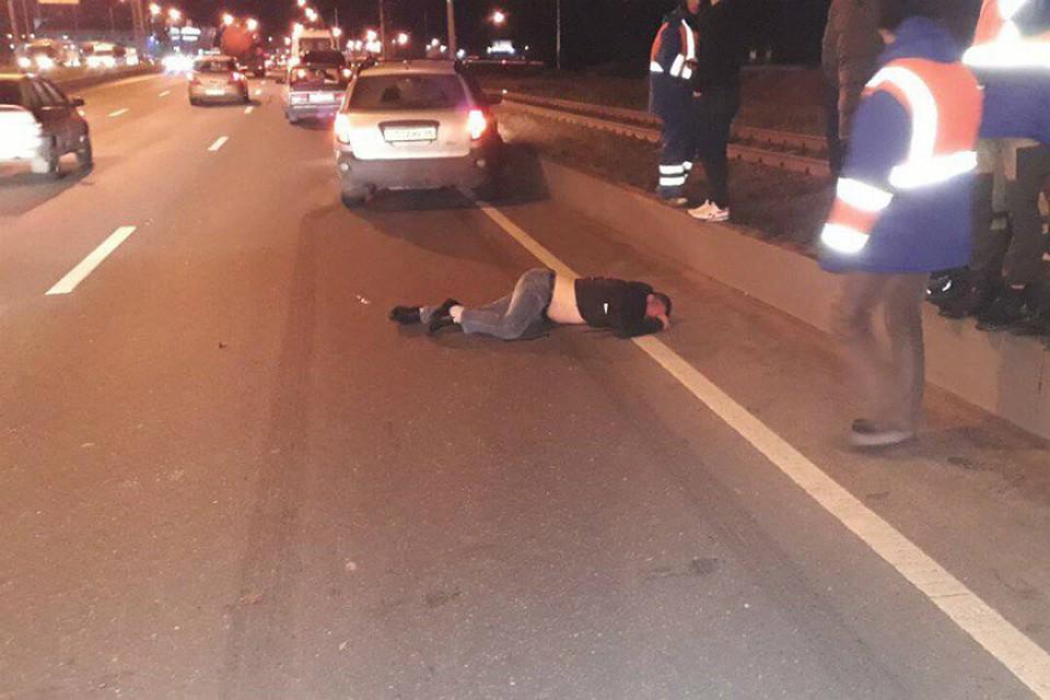 ВПетербурге наПриморском шоссе мужчину сбила электричка иавтомобиль