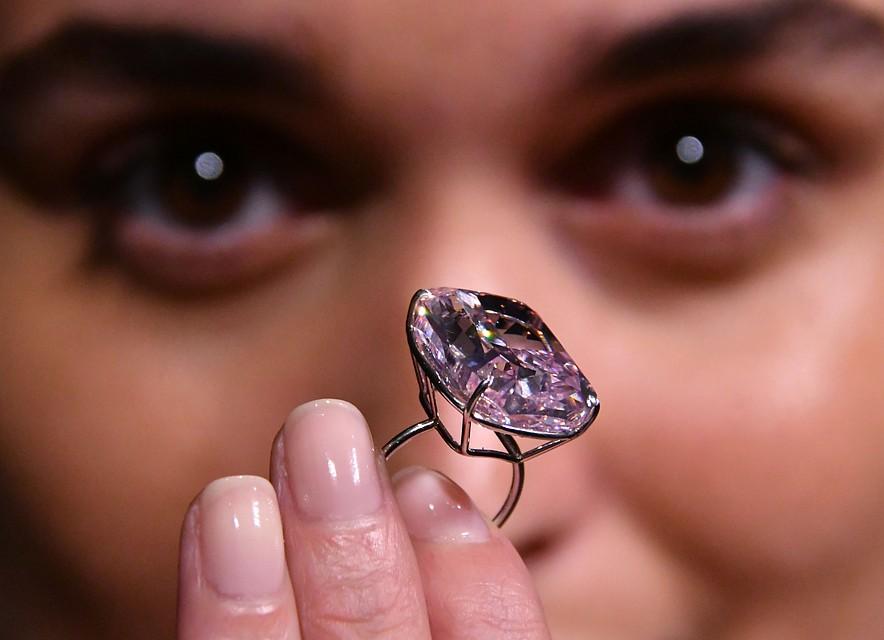 Розовый бриллиант продадут саукциона вЖеневе