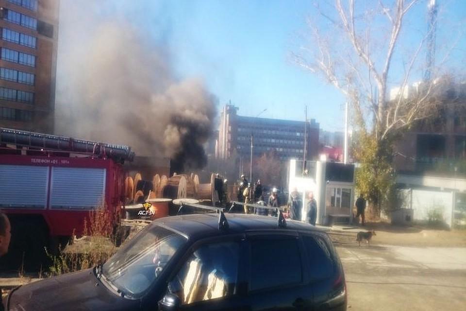 Сооружение электроподстанции загорелось вОктябрьском районе Новосибирска