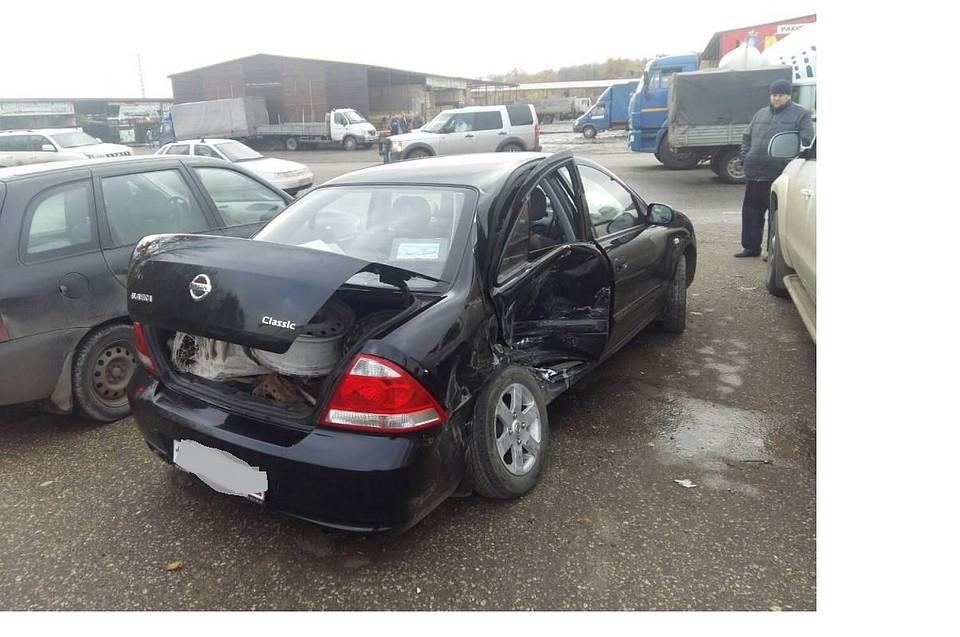 Диски вылетели из багажного отсека иномарки, протаранившей «ВАЗ», исмяли VW вСамаре
