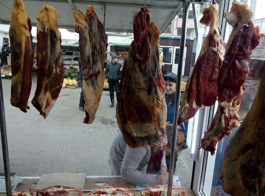 На «Таганском ряду» отыскали сотни килограммов тухлого мяса