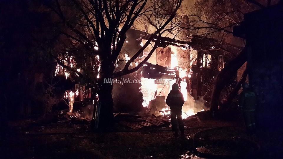 ВЗаводском районе сгорел расселенный двухэтажный дом