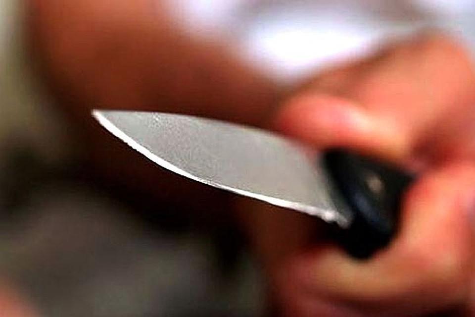 Полицейского ударили ножом вспину вшотландском колледже