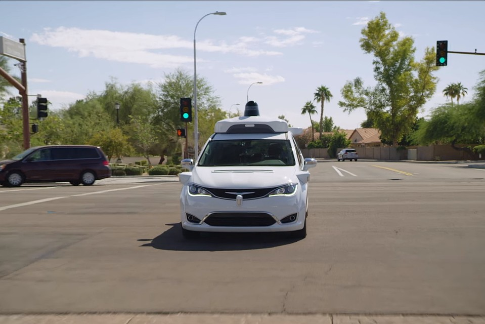ВСША автомобили-беспилотники начали ездить подорогам общего пользования