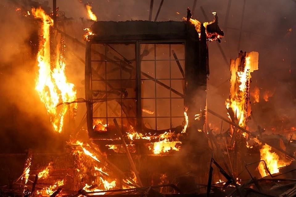 Cотрудники экстренных служб призвали закрыть окна из-за пожара напищевом комбинате вФинляндии
