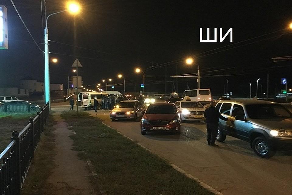 НаАэропортовском шоссе Астрахани газель столкнулась слегковушкой