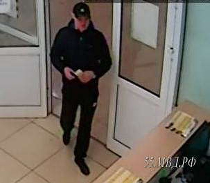 Ловкий омич похитил изсалона связи 15 тыс. руб.