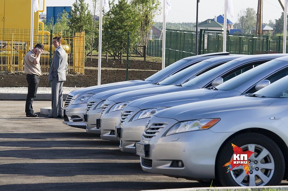 Свердловское руководство  покупает машины на10 млн  руб.