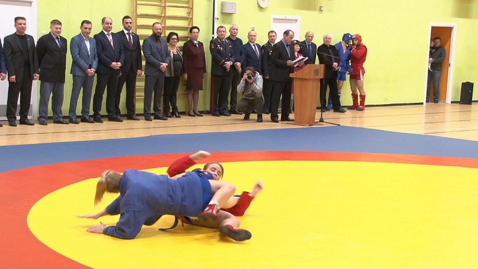 ВЛенобласти торжественно открыли детско-юношеский спортивный клуб «Бастион»