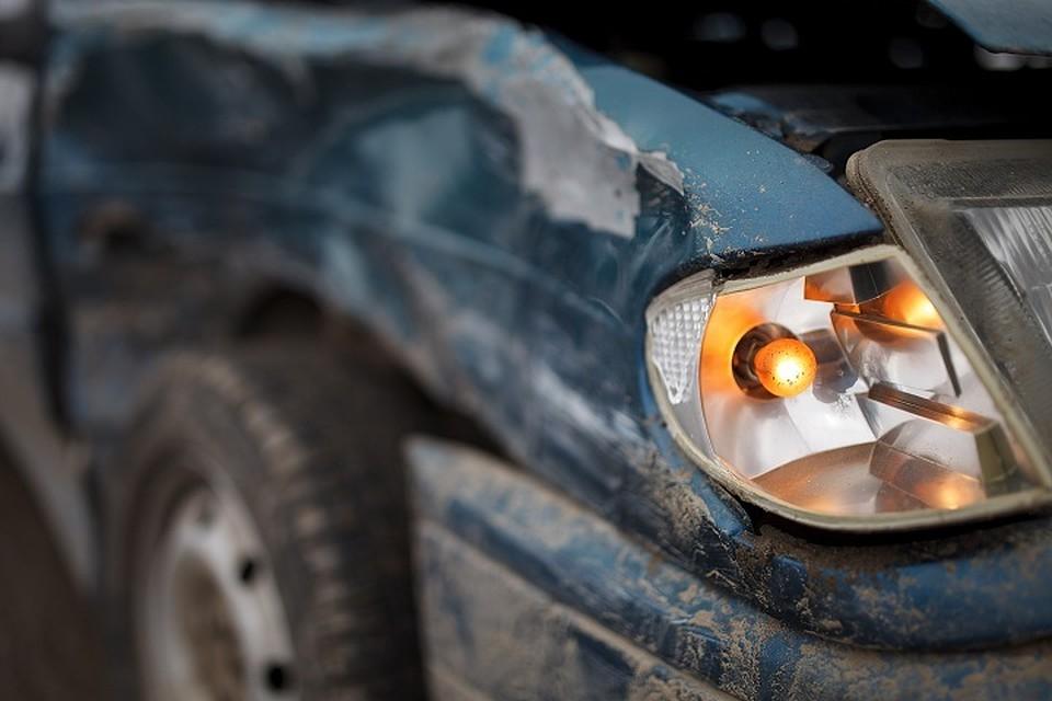 Иностранная машина вылетела вкювет вВологодской области, пострадал пятилетний ребенок