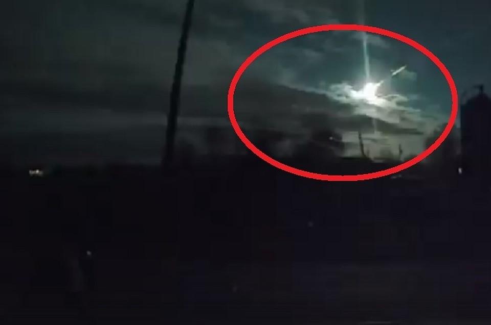 Граждане Екатеринбурга проинформировали о яркой вспышке внебе: появилось видео