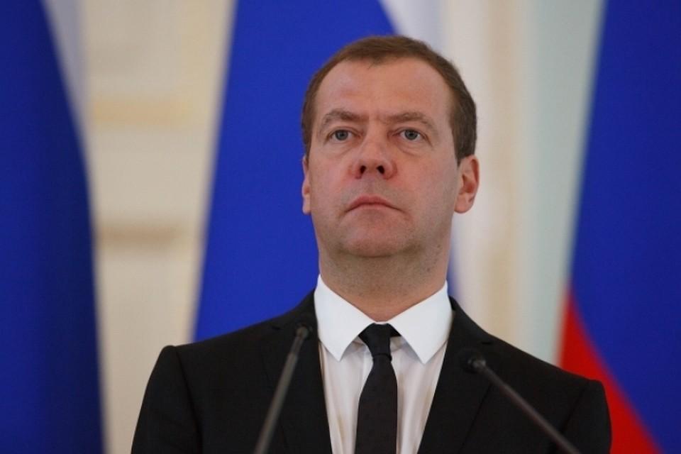 Семьи с 3-м  ребёнком в областях  получат 20 млрд руб.  субсидий— Медведев