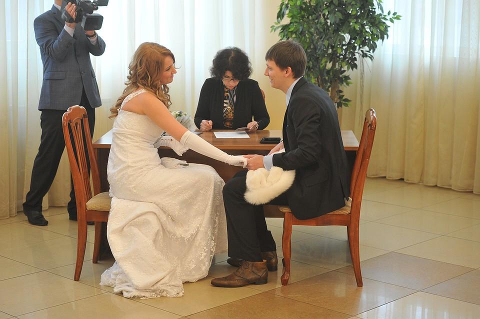 Вканун Нового года свадьбы сыграют 35 саратовских пар