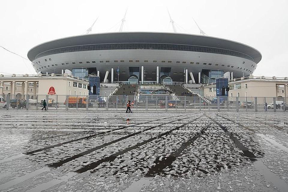Поле стадиона «Санкт-Петербург» частично вспахали впоисках бомбы