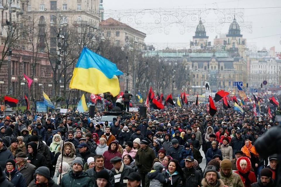 Марш приверженцев Саакашвили зазакон обимпичменте начался вКиеве