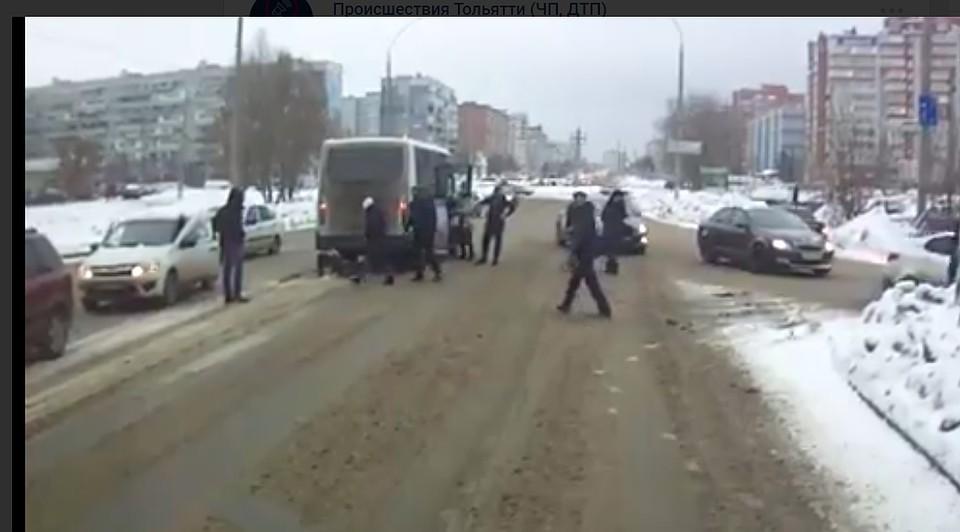 Затянуло под колёса: вТольятти молодую женщину сбили два автобуса