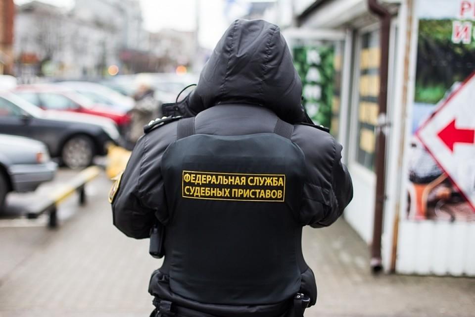 ВГурьевске злостный алиментщик прятался отприставов заспиной собственной матери