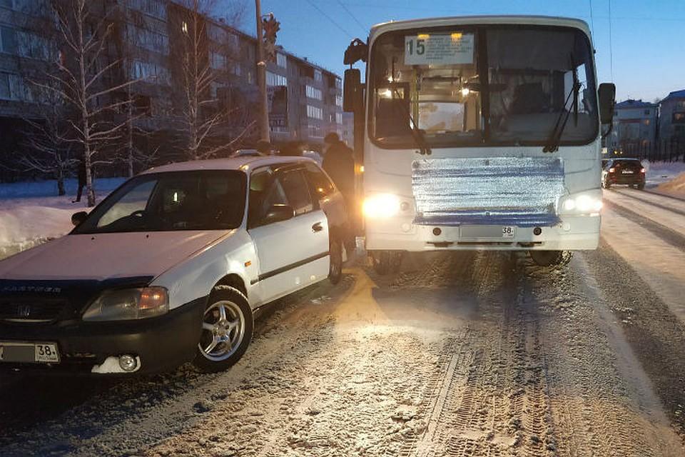 ВАнгарске автобус протащил подороге ребенка, которого зажало дверьми