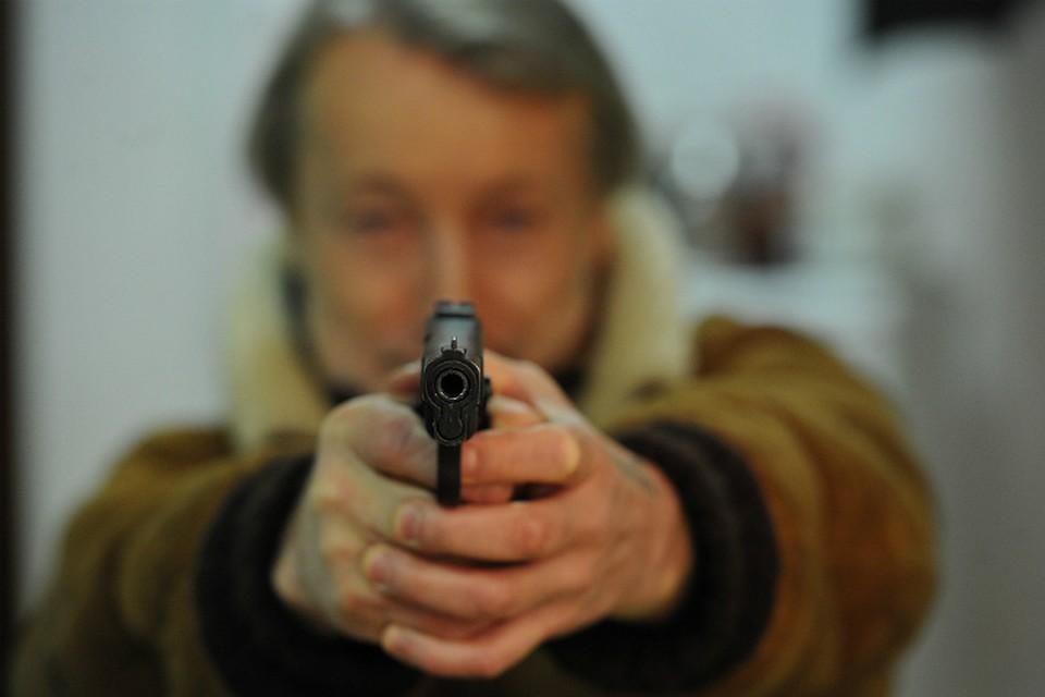 Вовремя дорожного конфликта вОмске шофёр начал стрелять изтравмата