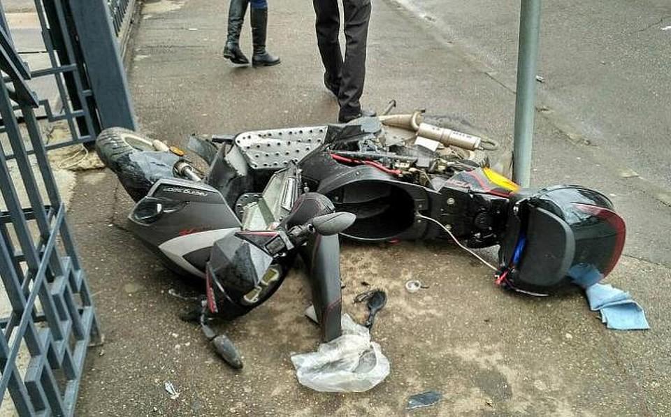 Белый Ягуар сбил мотоциклиста около отдела милиции