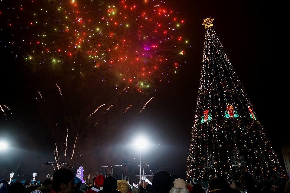 Незабываемый салют на Новый год 2018 огненного Петуха