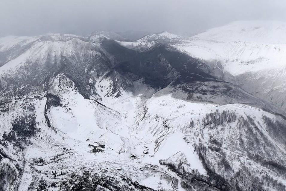 Туристы ивоенные пострадали нагорнолыжном курорте вЯпонии из-за вулкана