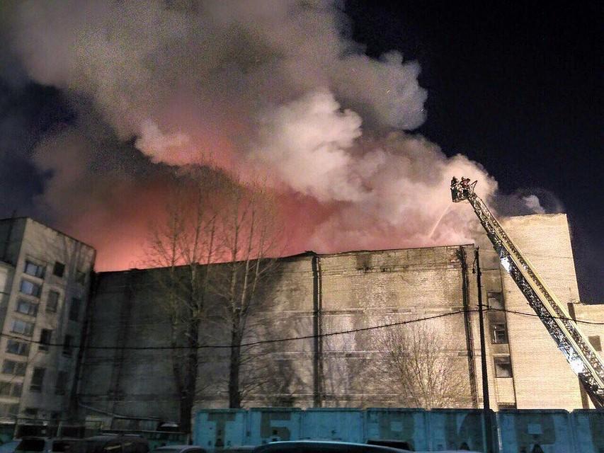 Вмногоэтажном здании «Ленфильма» вспыхнул пожар повышенной трудности