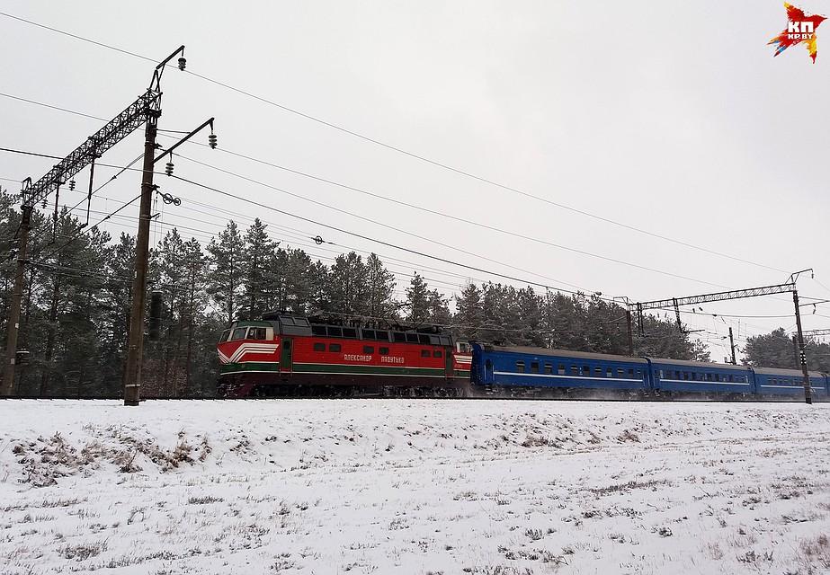Находившегося при смерти машиниста электрички пытались спасти пассажиры