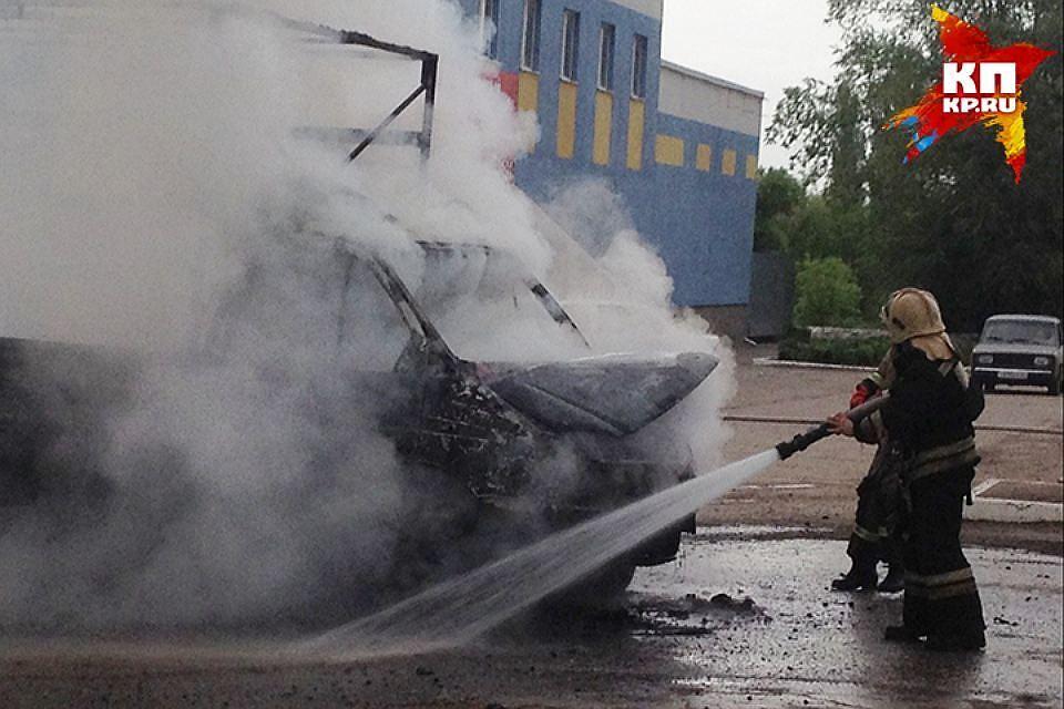 Трудный пожар устранили cотрудники экстренных служб наскладе под Ростовом-на-Дону
