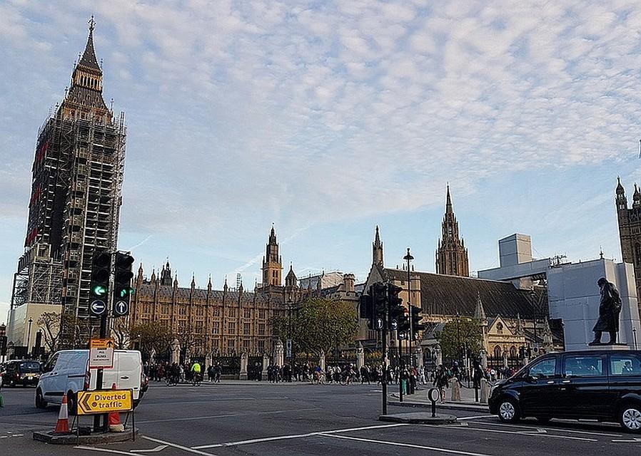 Уздания английского  парламента найден  2-ой  подозрительный пакет