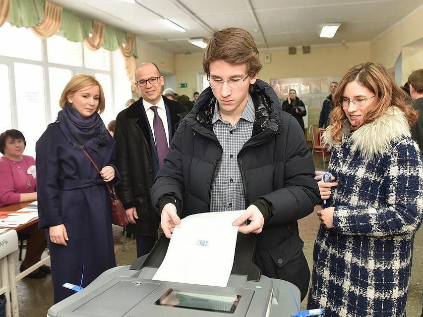 Руководитель  Удмуртии ссемьей проголосовал навыборах Российского Президента
