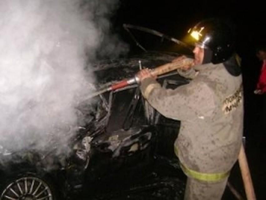 ВСамаре ночью 7 человек тушили автомобиль наулице Ставропольской