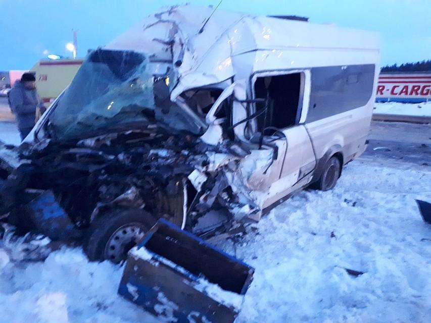 ВЕлабужском районе врезультате происшествия надороге смикроавтобусом погибли два человека