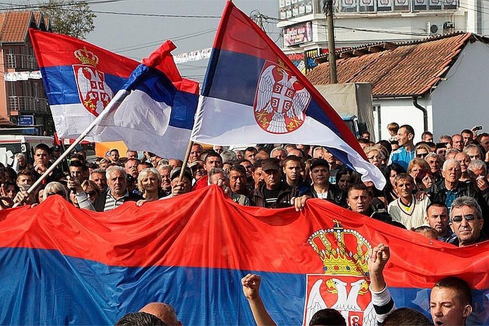 Косово: албанцы захватили сербского министра, сербы строят баррикады, президент обещает возмездие