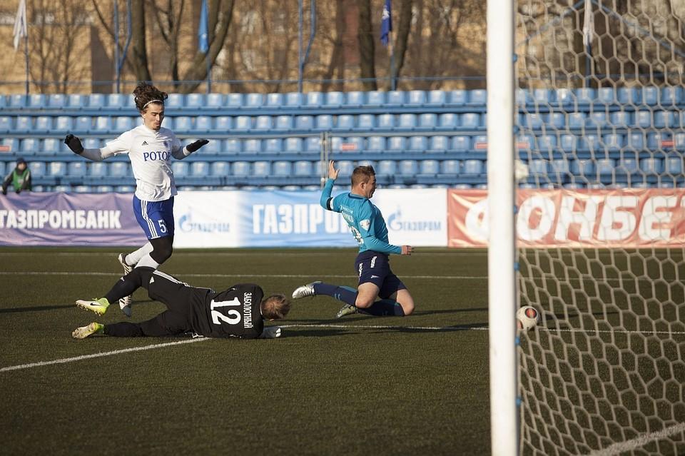 Волгоградский «Ротор» напоследних минутах вырвал победу напитерском стадионе