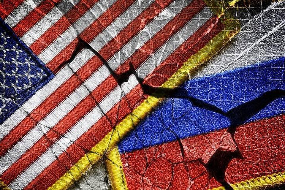 Первая группа русских  дипломатов покинула посольство вВашингтоне