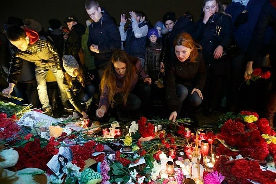 ВПетербурге вспоминают жертв прошлогоднего теракта вметро