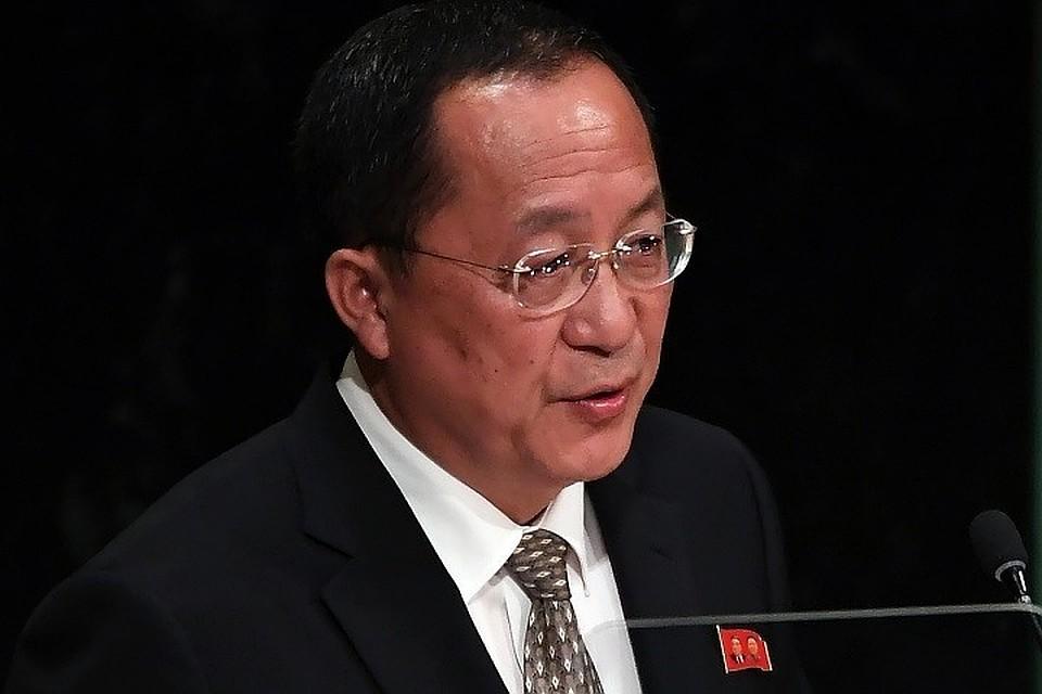 Руководитель МИД КНДР прибыл вПекин, откуда отправится вАзербайджан иРФ