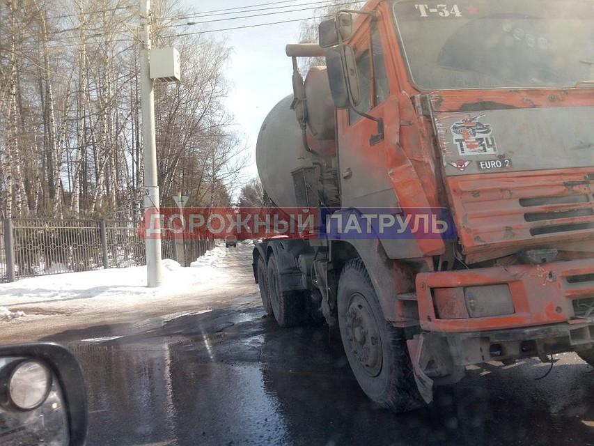 Шофёр без прав умер встолкновении сКамАЗом вТонкинском районе