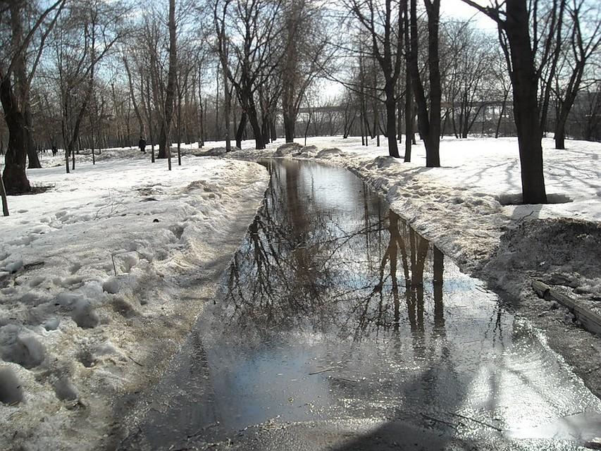 ВПетербурге после потепления подтопило улицы