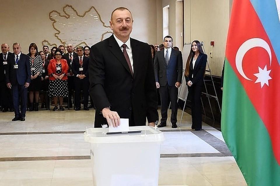 Путин поздравил Алиева спереизбранием