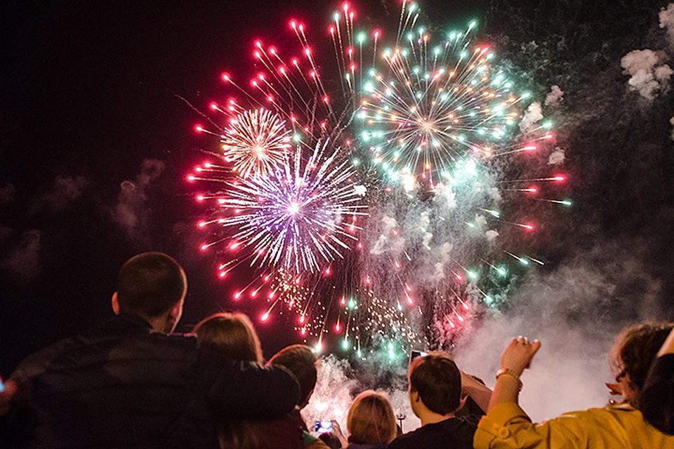 Праздничные фейерверки вчесть Дня Победы запустят в15 парках столицы