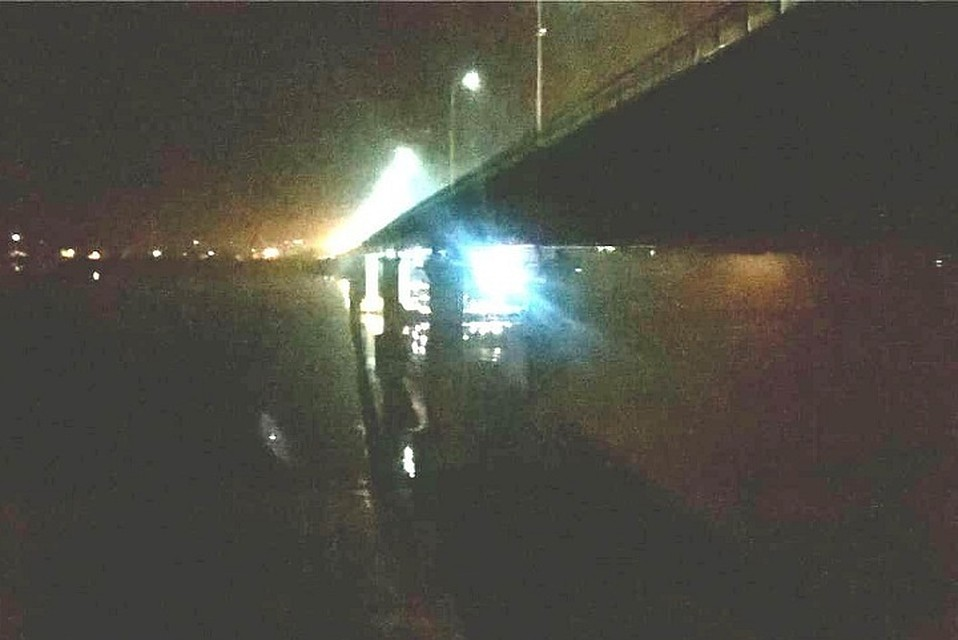 Баржа врезалась вопору моста вТатарстане