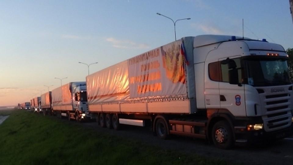 Колонна МЧС РФ сгумпомощью прибыла натерриторию Донбасса