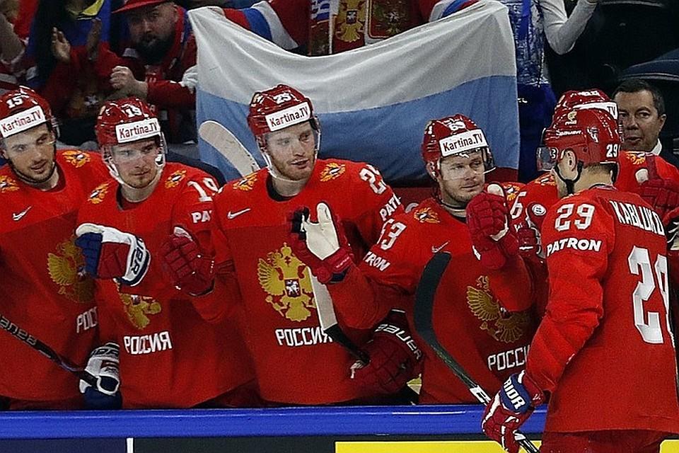 Хоккеисты сборной Российской Федерации возложили цветы к монументу советским солдатам вКопенгагене