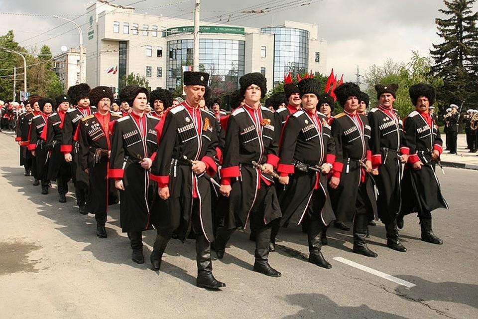 Кубанские казаки смогут досматривать мобильные телефоны прохожих наналичие запрещенных приложений