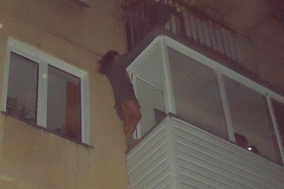 Молодая жительница Новосибирска пробовала спрыгнуть сбалкона