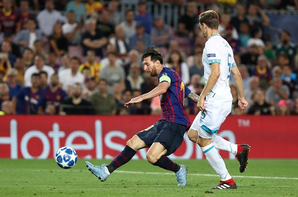 Хет-трик Лионеля Месси принес победу «Барселоне» вматче против ПСВ
