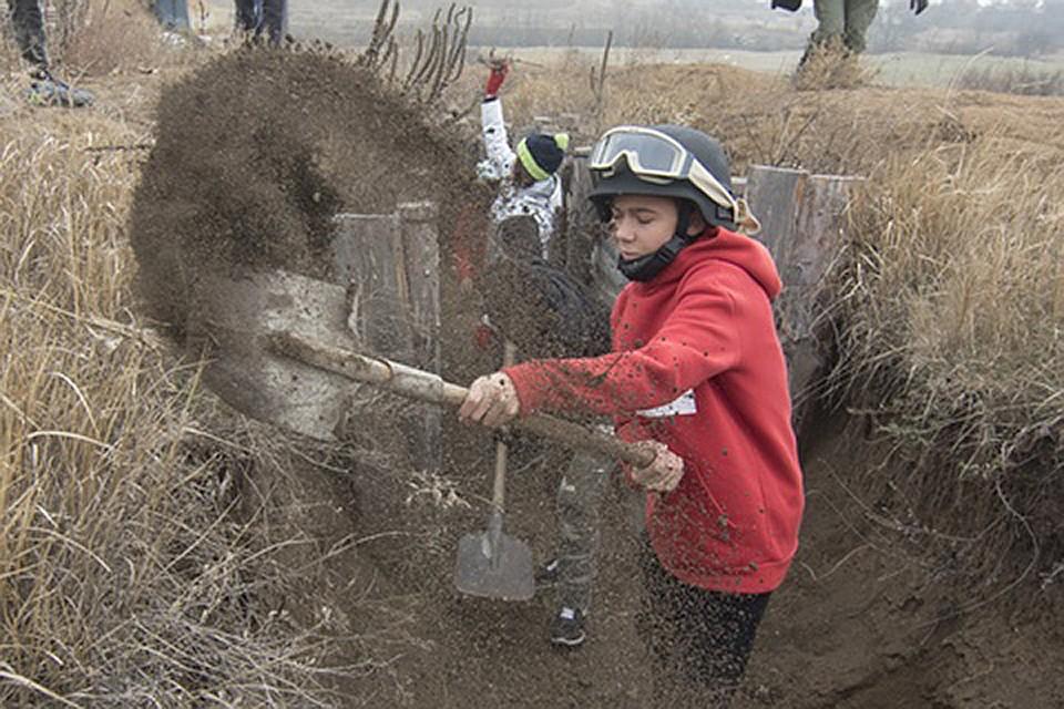 ВУкраинском государстве  детей привлекли крытью окопов от«русского десанта»