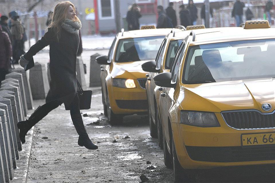 В пятницу вечером столичные таксисты взвинтили цены на свои услуги